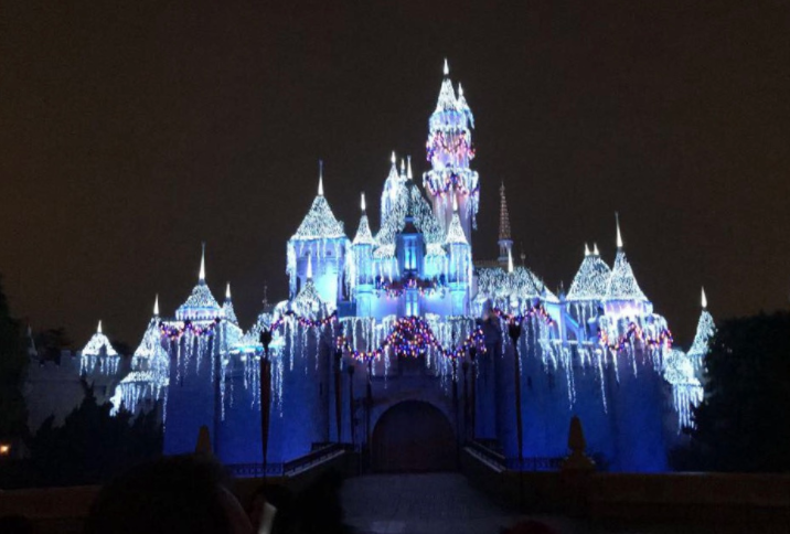 %E2%80%9CBelieve+in+Holiday+Magic%E2%80%9D+Christmas+lights+illuminates+the+famous+castle+at+the+happiest+place+on+Earth.+Many+Disney+guests+arrive+hours+prior+to+the+magical+firework+display+to+ensure+the+perfect+viewing+spot.+This+holiday+show+is+so+beautiful+and+important+that+some+have+made+it+an+annual+holiday+tradition.+Photo+by+Maya+Kawano+2017.