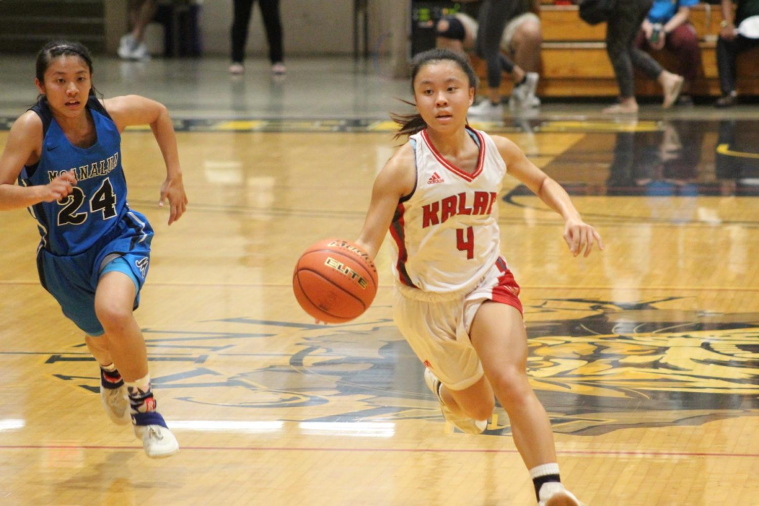 Junior point guard Daesha Viela dribbles down the court. Photo by Noah Tamura 2018.