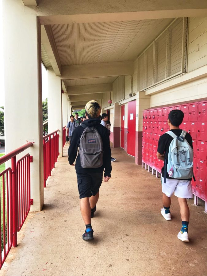 Students burdened with heavy backpacks walk through the halls of Kalani High School during a break between periods. Staff photo 2018.