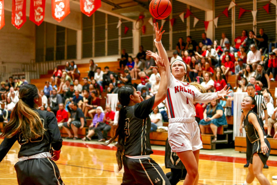 Senior+Kamalu+Kamakawiwo%27ole+extends+her+arm+above+her+McKinley+defender+for+2.+She+was+the+game%27s+leading+scorer%2C+with+16+points%2C+and+got+11+rebounds.+Photo+by+Serena+Wong+2019.+