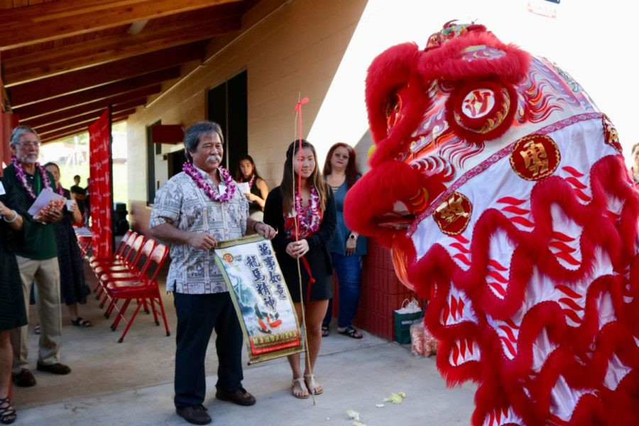 Kalani+Principal+Mitchell+Otani+stands+beside+Lauren+Horita+%2812%29%2C+student+body+president%2C+during+the+lion-dance+ceremony+to+dedicate+the+new+girls%E2%80%99+locker+room+facility+on+Feb.+20.+Photo+by+S.+Wong.