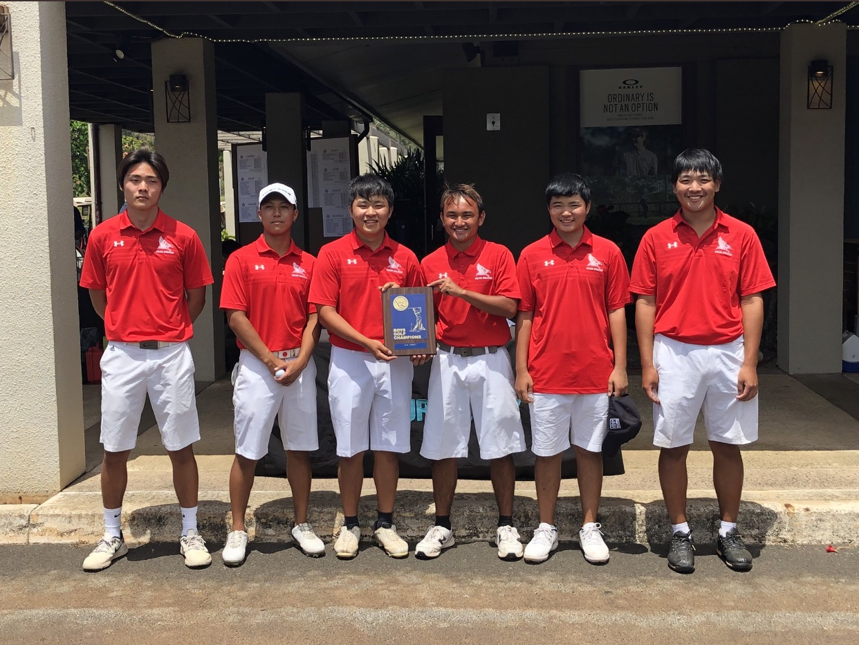 On+Tuesday%2C+April+23+Varsity+golfers+in+Oahu+Interscholastic+Athletics+competed+for+individual+and+team+titles.+The+Kalani+Boys+team+won+first+place%2C+beating+out+the+team+from+Campbell%2C+who+placed+third%2C+and+Mililani%2C+who+placed+second.+Golfers+from+left+to+right+are%3A+Sung+Jae+Ko+%2812%29%2C+Brayden+Miguel+%2812%29%2C+Cole+Matsueda+%2812%29%2C+Curtis+Meares+%2811%29%2C+Nathan+Yoshimoto+%2811%29%2C+and+Haruki+Imanishi+%2810%29.+Photo+by+Danny+Lau+2019.+