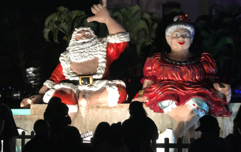 Mr. & Mrs. Claus draw crowds